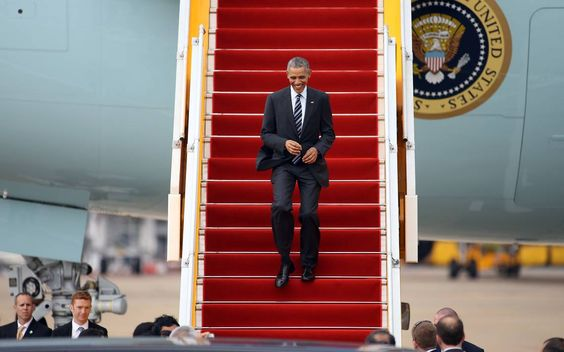 Trade pitch turns Obama into salesman for Vietnam shoes