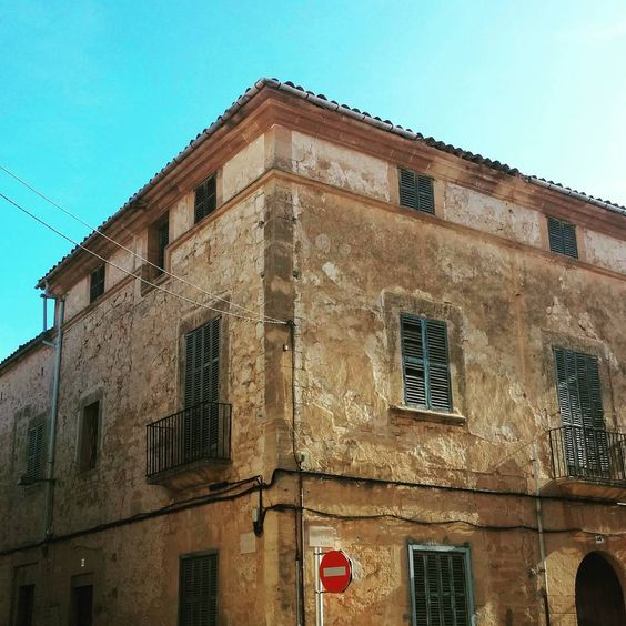 My great grandfather's house, and the house where my grandfather was born. #heritage #familyheritage #llucmajor #architecture #spain #spanisharchitecture #mallorca #islasbaleares