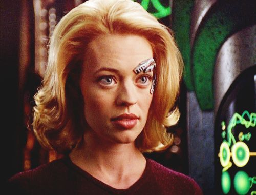 I love this picture of Jeri Ryan/Seven of Nine from Star Trek: Voyager. :)