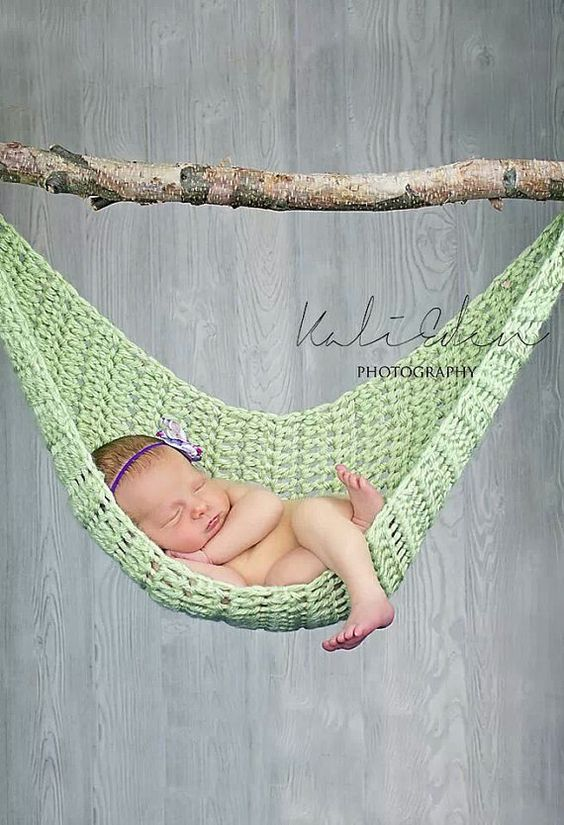 Crocheted Newborn Hammock photography prop. Pattern is also available at http://www.ravelry.com/patterns/library/newborn-hammock-photography-prop