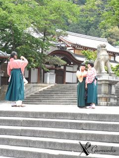 girls at Kiyomizu-dera Temple