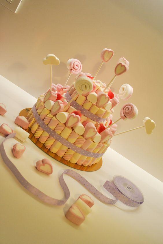 torta di Marshmallows...torta per grandi e piccini!! Marshmallows cake...a cake for little and big children!!!