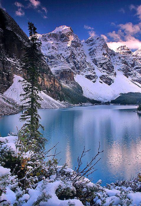 First Snow, Moraine Lake, Banff National Park, Alberta, #Canada. Photo: Majo…