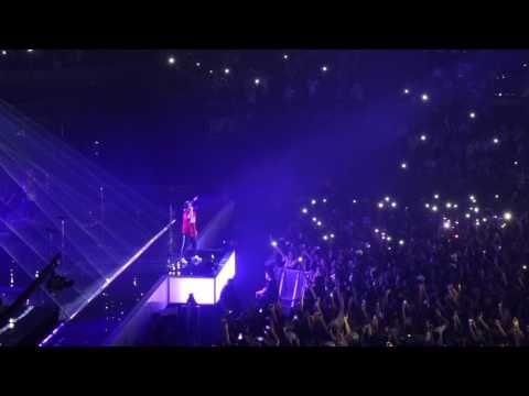Bruno Mars Straight Up And Down Versace On The Floor Paris 2017 06 06 Stroubidoul Youtube Bruno Mars Bruno Mars Videos Versace On The Floor