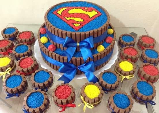 Resultado de imagem para cupcake super homem