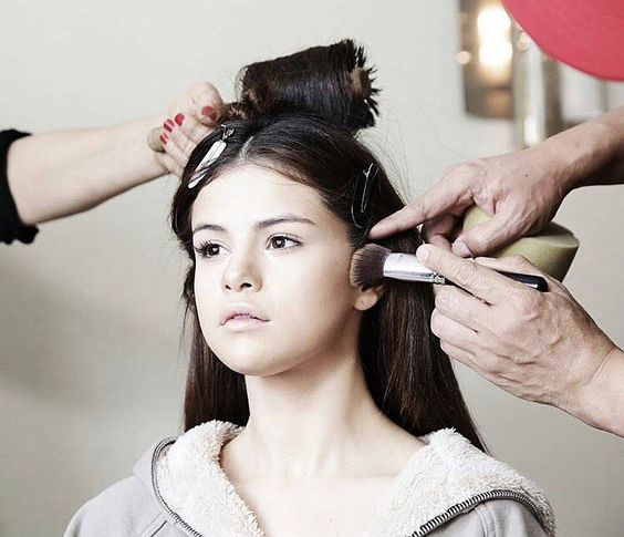 #METGALA HAIR  MAKEUP INSPIRATION: we absolutely love this lovely shot of #selenagomez and her glam squad getting ready for the red carpet