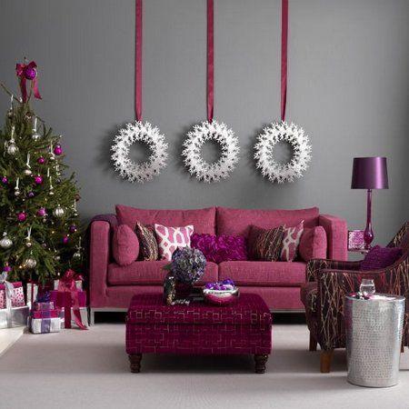 Decoración de salón navideña en color morado