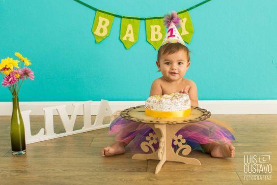 Foto de Bebê - Smash the Cake da pequena Lívia, realizado em estúdio para Luis Gustavo Fotografias. Venha conhecer e se surpreender!