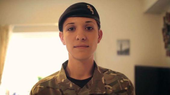 Conozca al primer oficial transgénero en el ejército británico