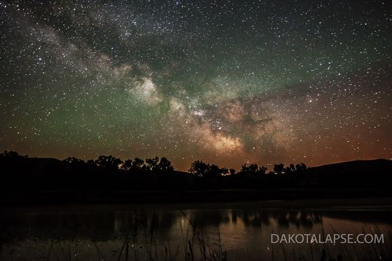 Milky Way rise with airglow