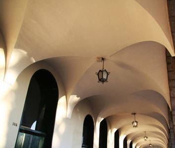 How to decorate old houses with high ceilings ceilings for Tips for painting ceiling