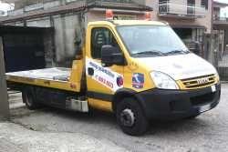 Cade un sasso sulla strada provinciale, auto rompe la coppa dell'olio: il Comune risarcisce