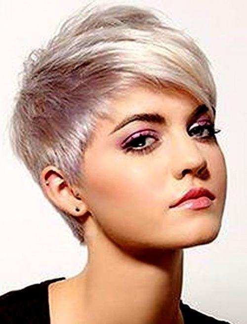 Wunderbar Aus Pflegeleichten Kurzhaarschnitten Trendfrisuren Fur Frauen In 2020 Frisur Kurz Rundes Gesicht Kurzhaarfrisuren Kurzhaarschnitte