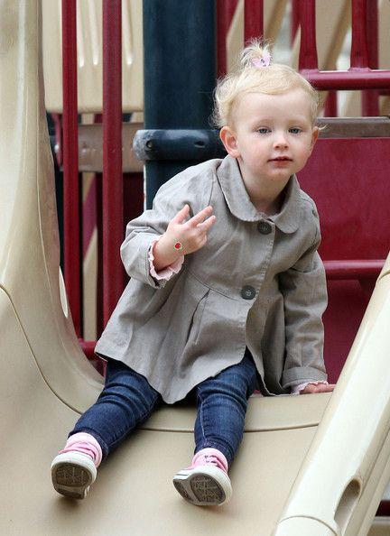 Billie Dane Photo - Rebecca Gayheart Takes Billie to the Park 2