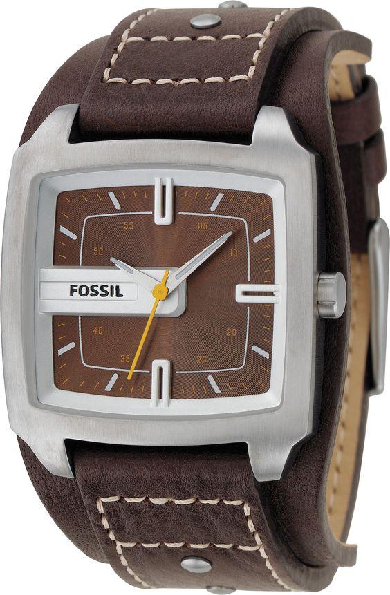 Extravagante Herrenuhr von Fossil mit Unterleg-Armband aus Leder. Passt sehr gut zu Casual und Freizeit-Look. Die JR9990 bieten wir mit seitlicher Gravur an. Hier bestellen.