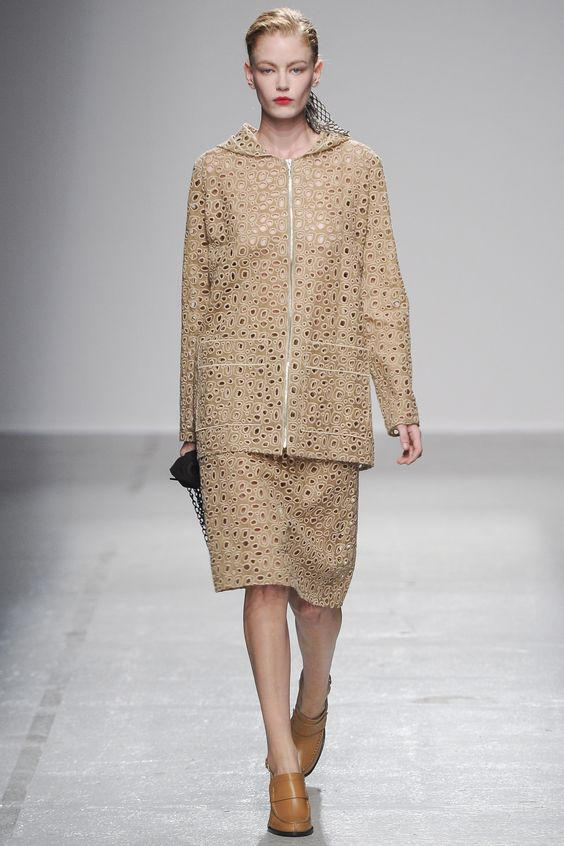 Catwalk photos and all the looks from Veronique Leroy Spring/Summer 2015 Ready-To-Wear Paris Fashion Week