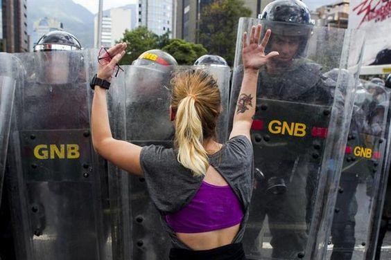 Calles de Venezuela siguen siendo un avispero - Yahoo Noticias