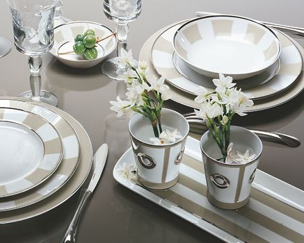 Vaisselle and tables on pinterest - Service de table porcelaine blanche ...
