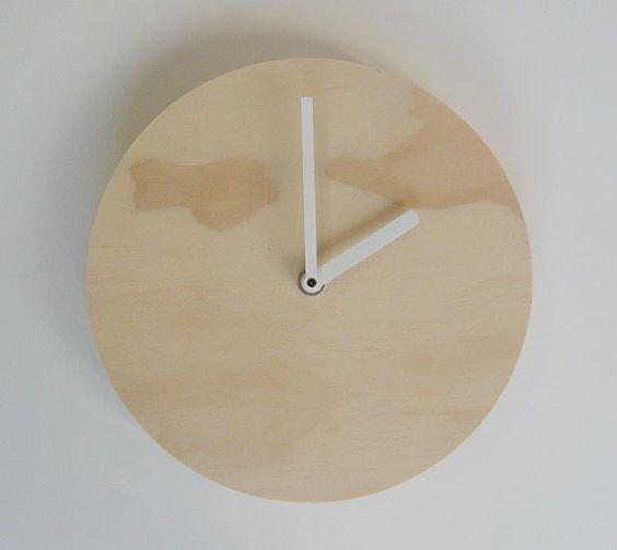 Reloj de pared de madera contrachapada de objetivar