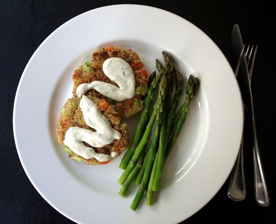 THE SIMPLE VEGANISTA: Cajun Quinoa Cakes + Lemon-Dill-Sriracha Rémoulade #vegan #gf #recipe