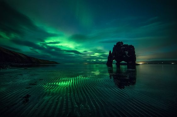Northern Light over Hvitserkur - null