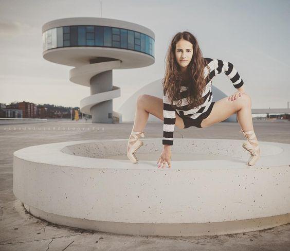 Qué ganas tenía de estas fotos con Llari @llarii_fernandez (en Niemeyer)