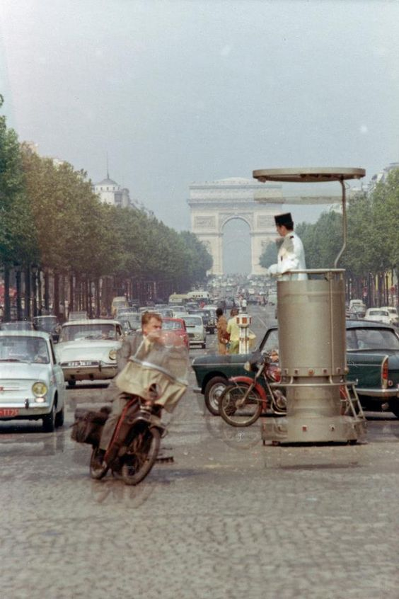 Champs Elysées - circulation circa 1960