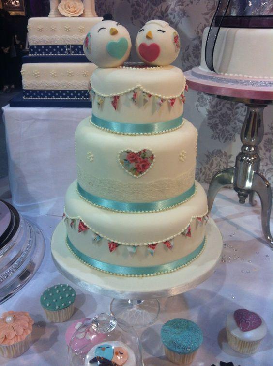 Vintage bunting wedding cake