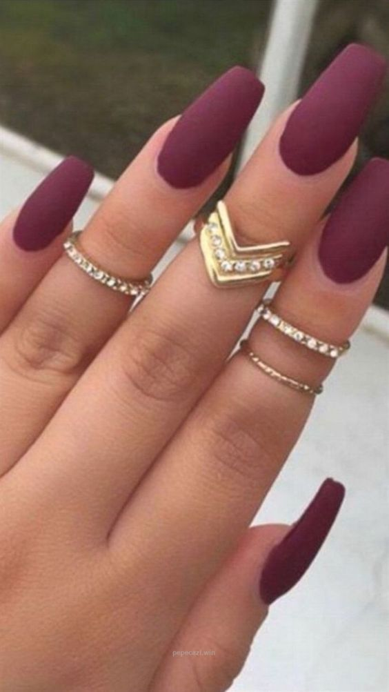 50 Fall Nail Art Ideas And Autumn Color Combos To Try On This Season Hike N Dip Burgundy Matte Nails Matte Nails Design Quinceanera Nails