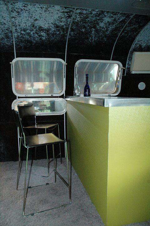 PT Airstream Lounge 4742: dettagli degli interni.    #ptairstreamlounge #ptairstream #airstream #caravan #trailer #americantrailer #madeinusa #events #rent #airstreamforrent #americanstyle #madeinusa #party #infopoint #tradeshows #exhibition #fiere #eventi #ufficio   #noleggio #airstreamanoleggio
