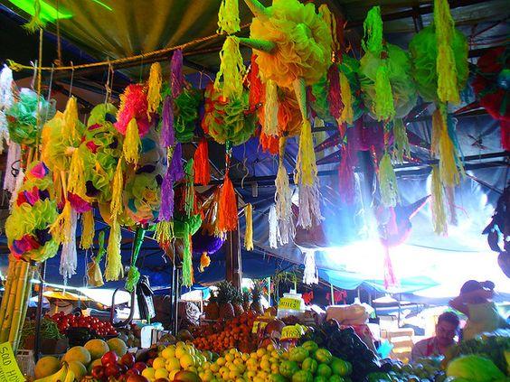 mercado de frutas y pinatas,aqui empieza todo,con la compra de los ingredientes!!!!!