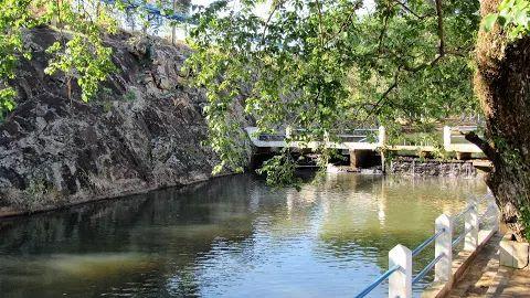 Pedra do Boi, piscina e fonte de água mineral