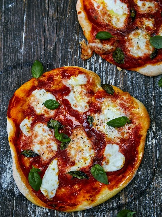 Jamie Oliver - how to make pizza