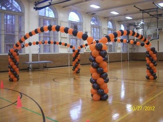 Balloon arch halloween dance floor balloon halloween for Balloon dance floor decoration