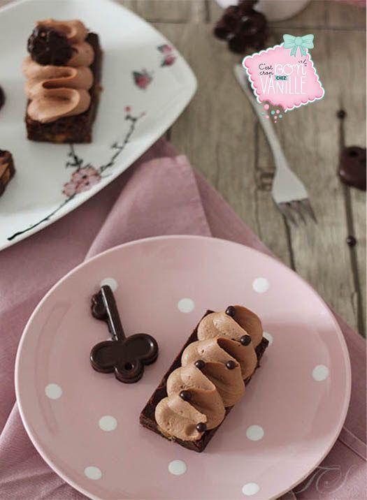 Aujourd'hui on vous propose une recette extrêmement gourmande, un brownie nuage de chocolat au lait ! Comment sublimer un simple gâteau ? En le rendant encore plus gourmand avec ce brownie aux noix caramélisées (inspiré de Christophe Michalak) surmonté d'une chantilly au chocolat au lait (Jivara) et fève de tonka…le tout décoré avec de jolies …
