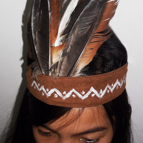 Create a Simple Indian Feather Headdress | Guidecentral