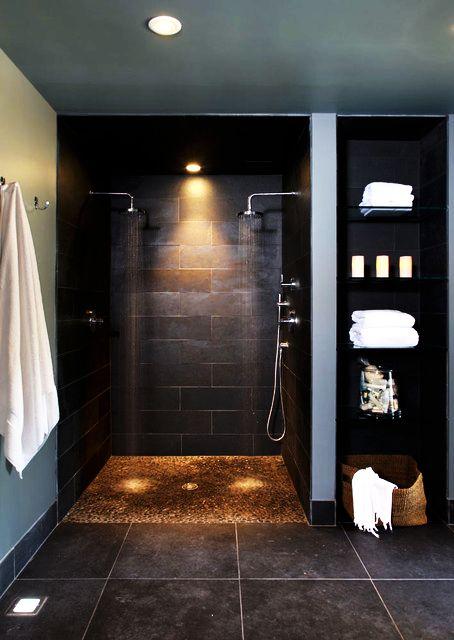 Dunkle Fliesen in der Dusche #Wohnen #Badezimmer