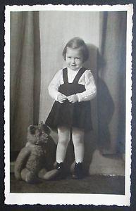 Kinderfoto-Kinder-Foto-AK-Ansichtskarte-Kind-Maedchen-mit-Steiff-Baer-Teddybaer