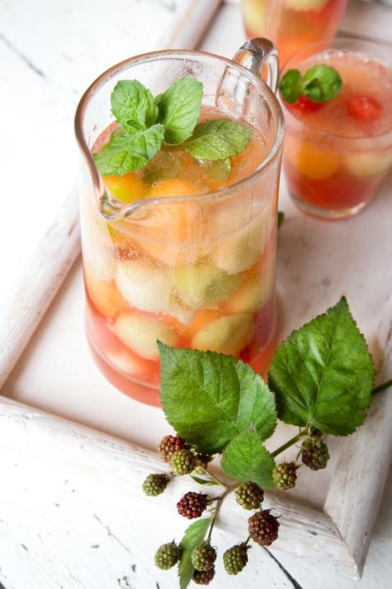 Zuckerfreie Melonen-Bowle. Per Klick auf das Bild geht es weiter zum Rezept :) Viel Spaß!