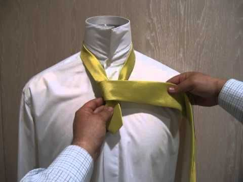 Medio nudo de corbata windsor, tutorial de como hacer el medio nudo windsor o nudo simple en nuestro blog http://giancarlonovias.blogspot.com.es/2013/03/como-hacer-medio-nudo-windsor-impecable-paso-a-paso-protocolo-glamour-y-trajes-de-gala-en-giancarlo-novias-parla-madrid.html  ¡¡¡ Gracias por tu interes en Giancarlo Novias Parla Madrid !!!