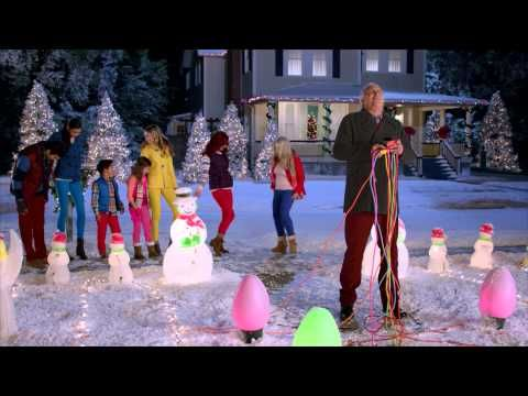 "Old Navy Presents: ""Plug in the Pop"" - ""National Lampoon's Christmas Vacation"" Cast Reunites for Old Navy Commercial"