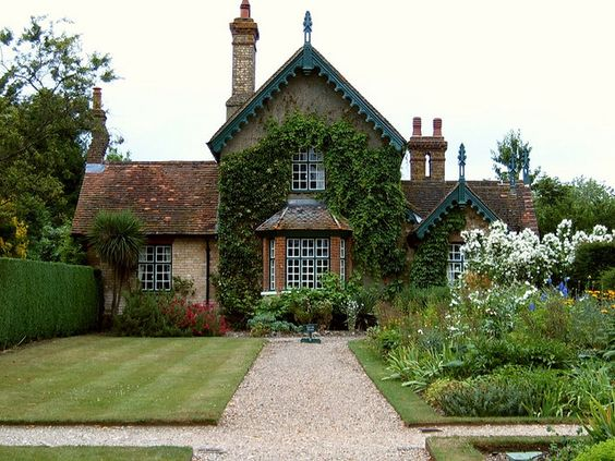 cottage at polesden lacy england places pinterest maisons de campagne cottages anglais. Black Bedroom Furniture Sets. Home Design Ideas