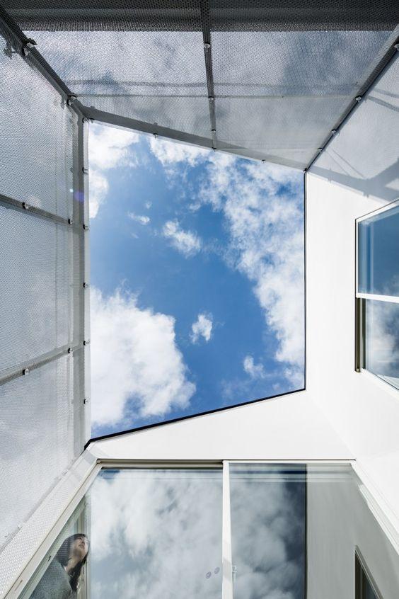 Light well with screen walls: Transustainable House / SUGAWARADAISUKE