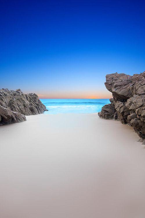 Strand in Jersey, England. Mit seiner Schönheit nicht umsonst Namensgeber von einem Produkt der European Naturals Collection von Kährs Parkett.