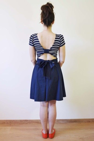 Classic navy blue stripes for summer with an open back twist.  -Navy blue and white striped jersey top part -Open back bow detail -Round neckli...