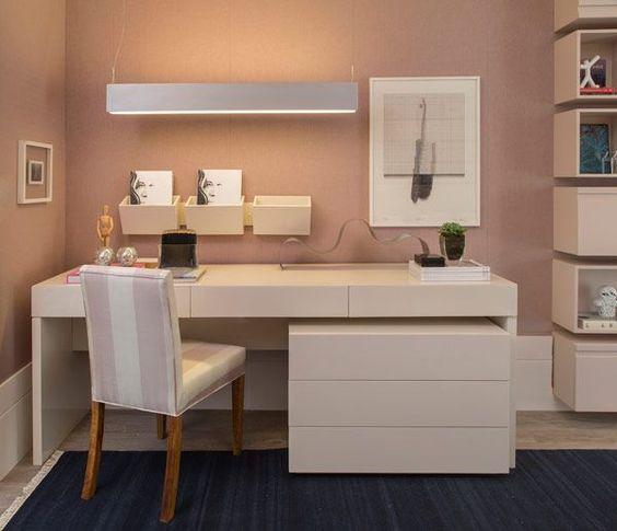 Inspiração decoração quarto feminino rosa - escrivaninha (Arquiteta: Paula Magnani):