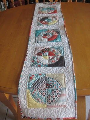 Circle table runner
