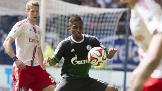 Jefferson Farfan nimmt im Spiel gegen den HSV (0:2) einen Ball an