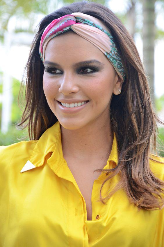 O turbante é uma opção moderna para as fashionistas. Acessório da cultura oriental que simboliza proteção e respeito, o turbante é uma peça que está fazendo a cabeça das mulheres.: