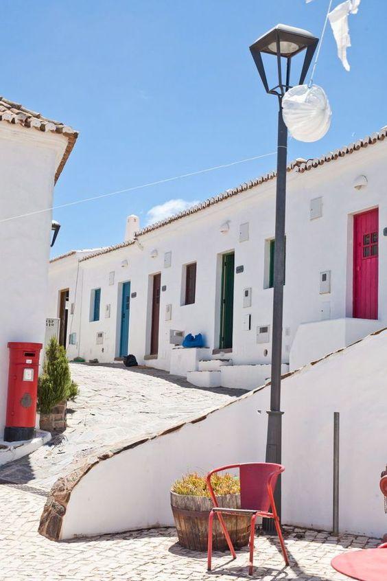 L'Algarve, la Bretagne du Portugal? | Via LÉxpress Tendances | 14/10/2015 Eté Indien dans l'extrême sud du Portugal, où de nouvelles cachettes stylées réinventent le balnéaire chic à petit prix. Découvrez l'Algarve. #Portugal